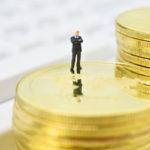 変額保険の投資信託では、法人保険で節税メリットはあるのか